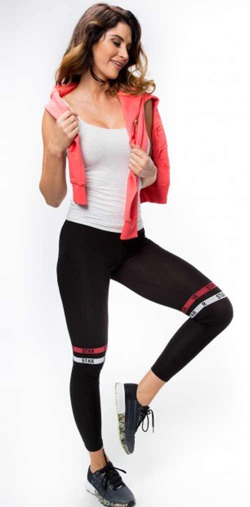 Čierne dámske legíny s farebnými ozdobnými prúžkami nad kolenami